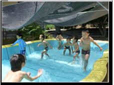 6・7月:プール遊び とっても気持ちいいです