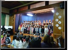 2月:お別れ会 歌や劇など年長さんとのお別れを惜しみました